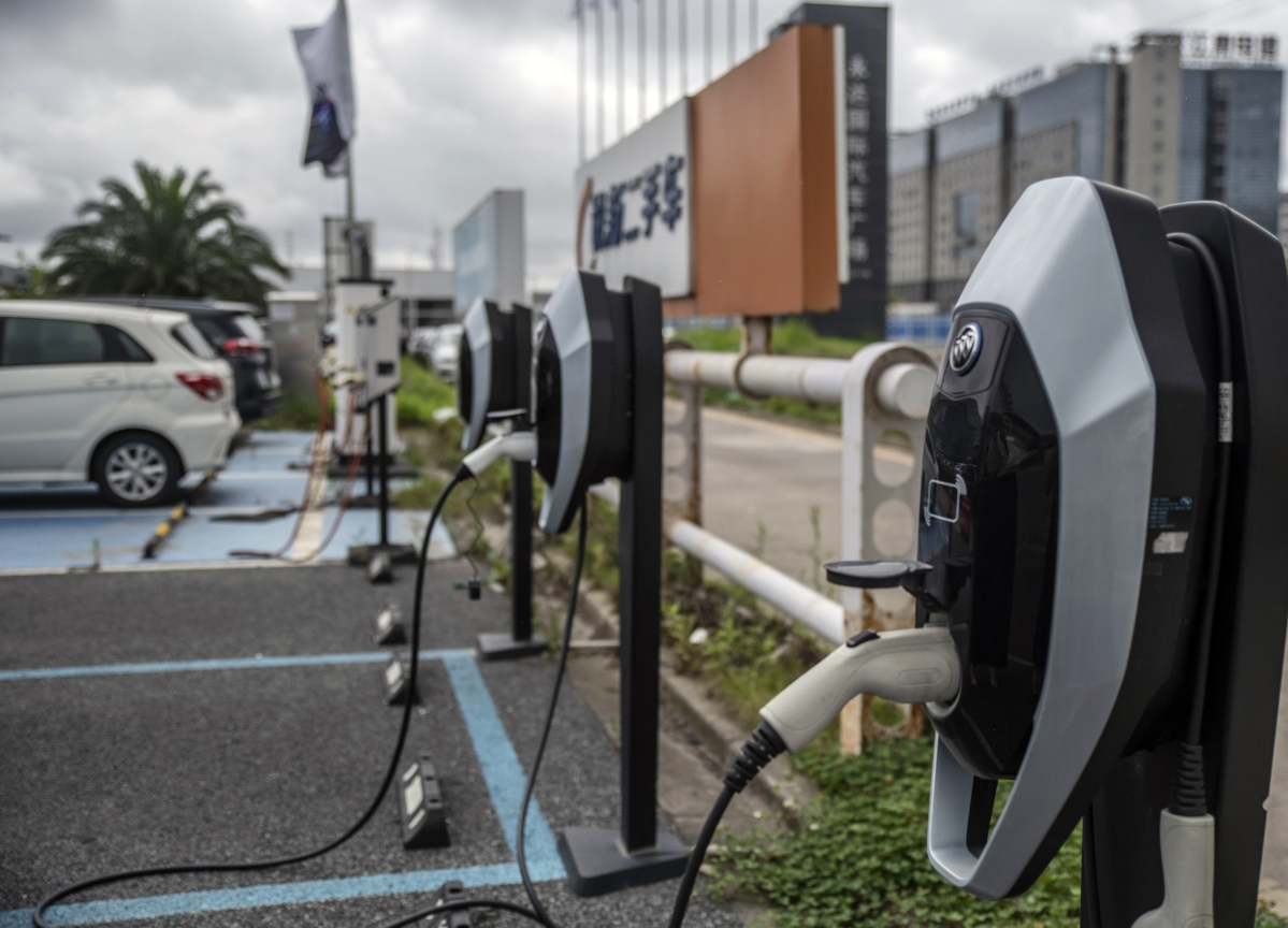 China Raises 2025 Electrified-Car Sales Target to About 25%