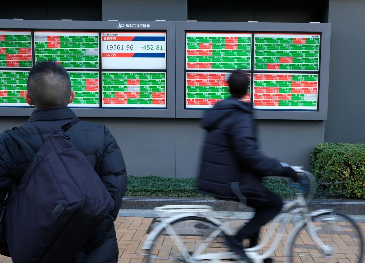 Dollar Trims Gain on French Tariff Deal; Oil Rises: Markets Wrap