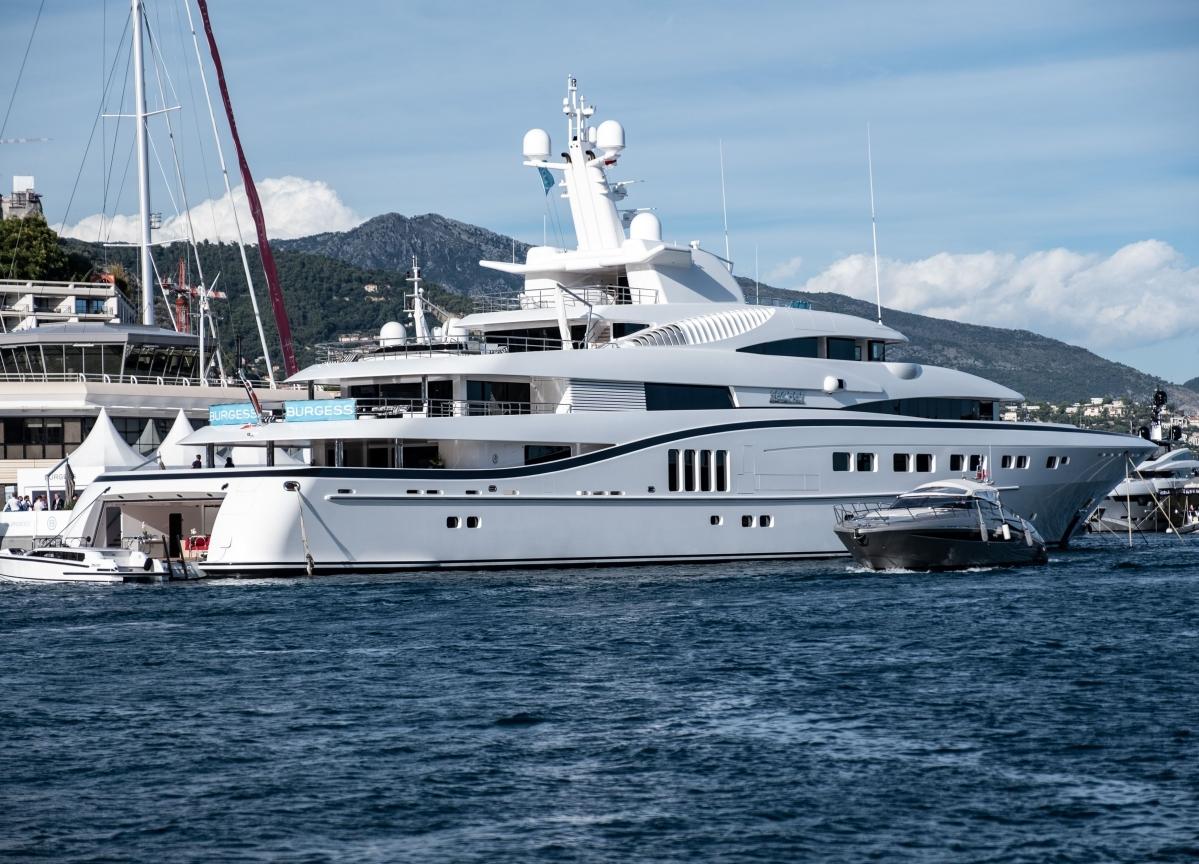 Superyachts Betray WhereBillionaires Are Spending Christmas