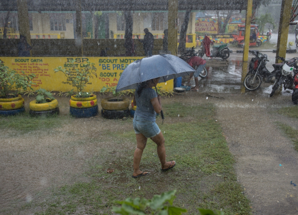 Manila Reopens Airport as Typhoon That Displaced 500,000 Leaves