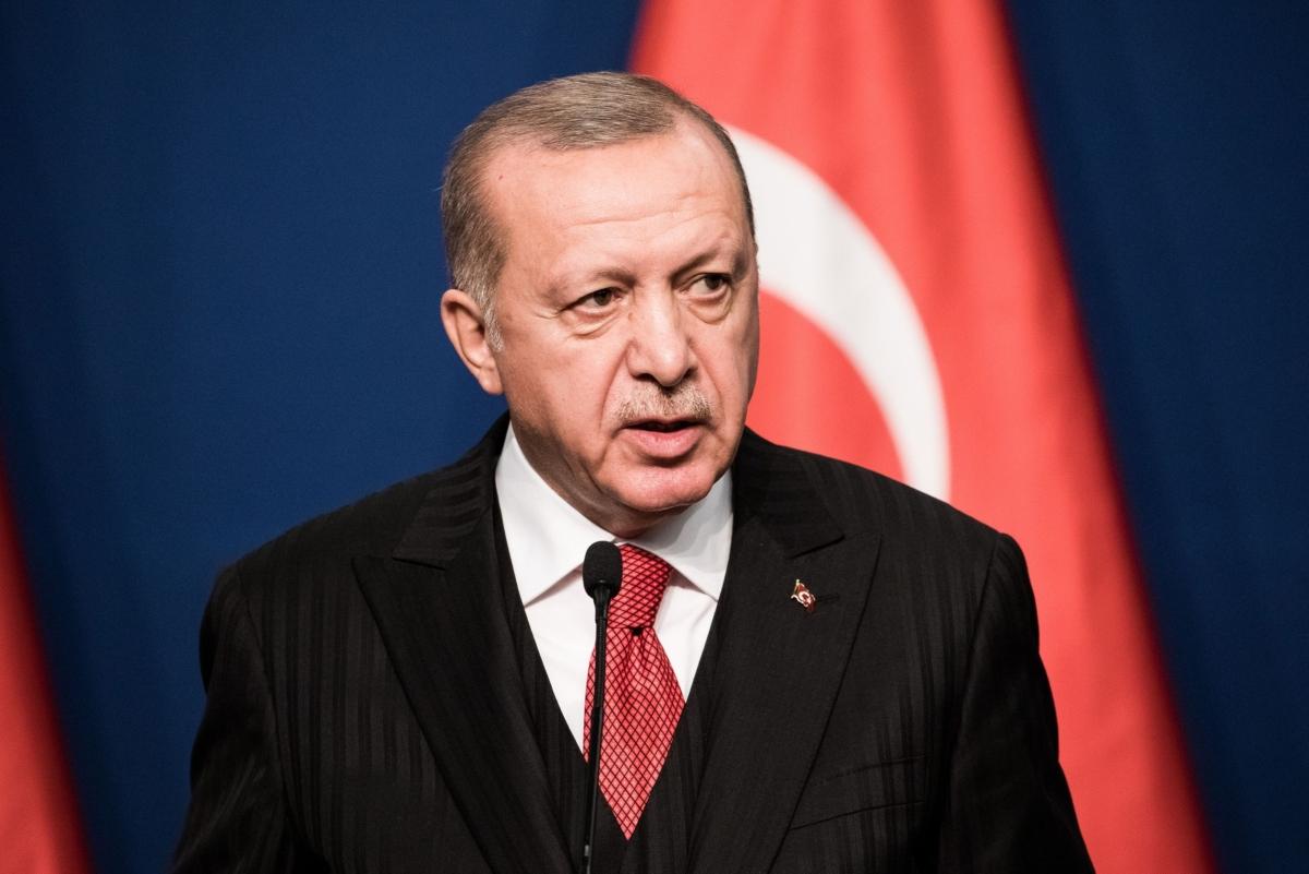 Flanked by Putin, Erdogan Offers to Defuse U.S.-Iran Standoff