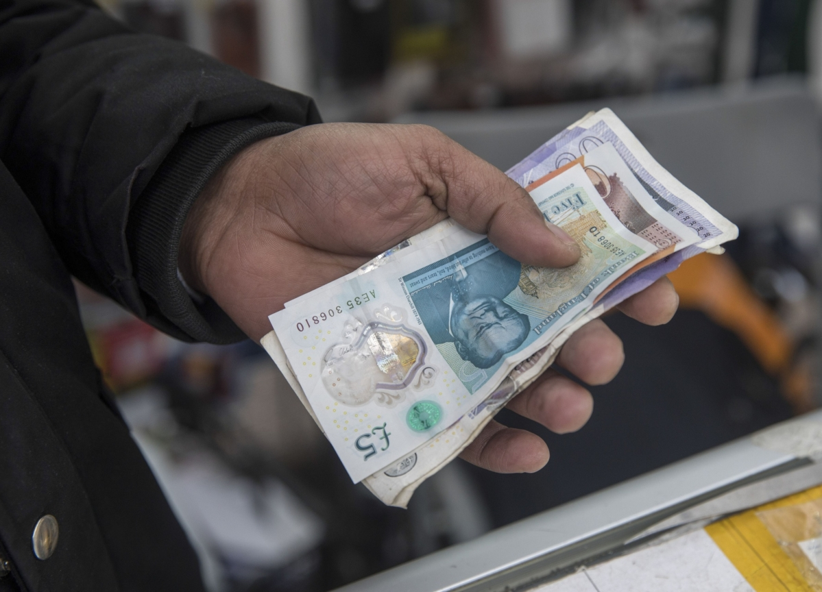 Emerging-Market Borrowers Raising Cash in Pounds at a Record Rate