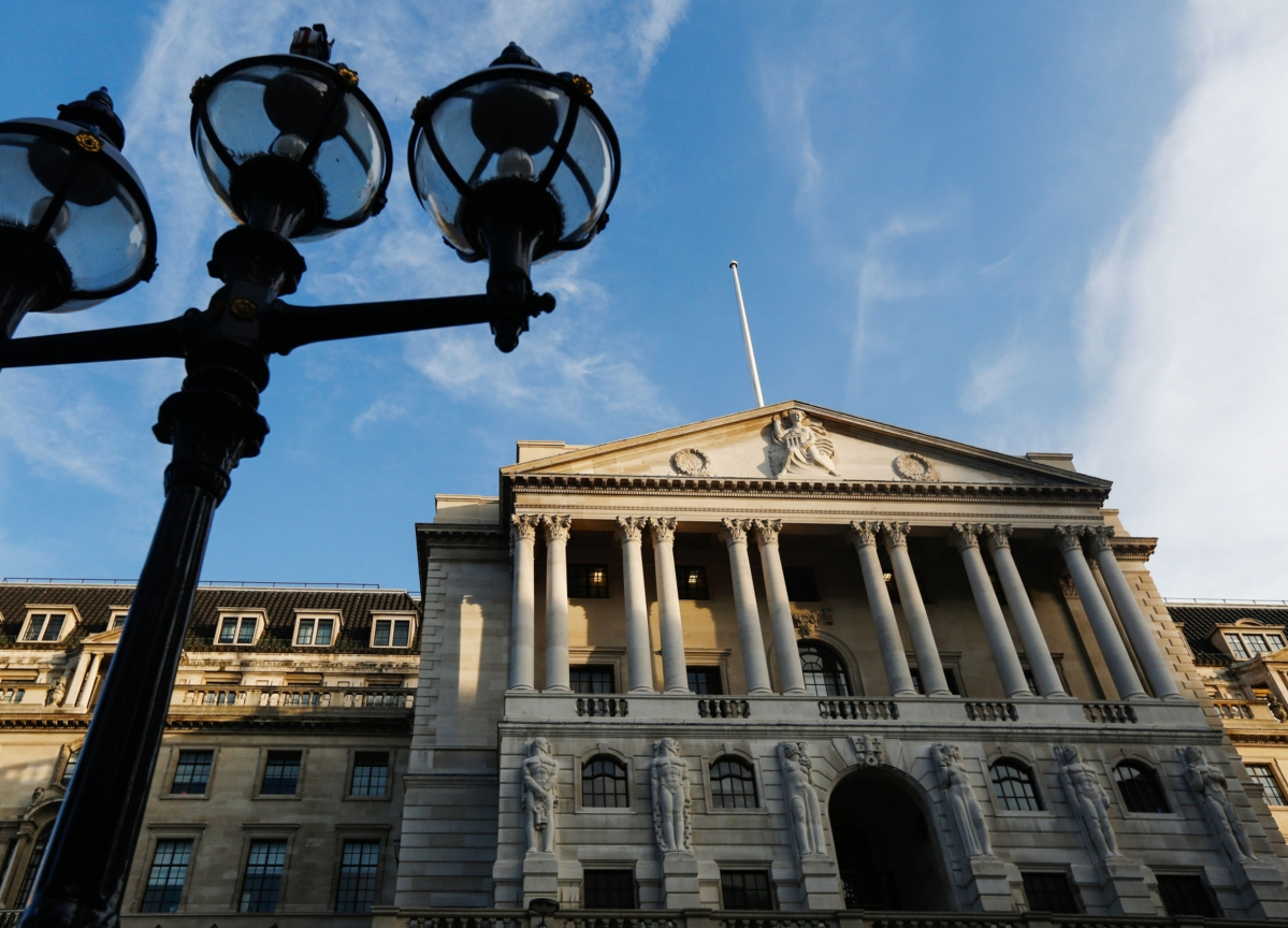 BOE Cuts Rates to 0.1%, Restarts QE in Latest Virus Response