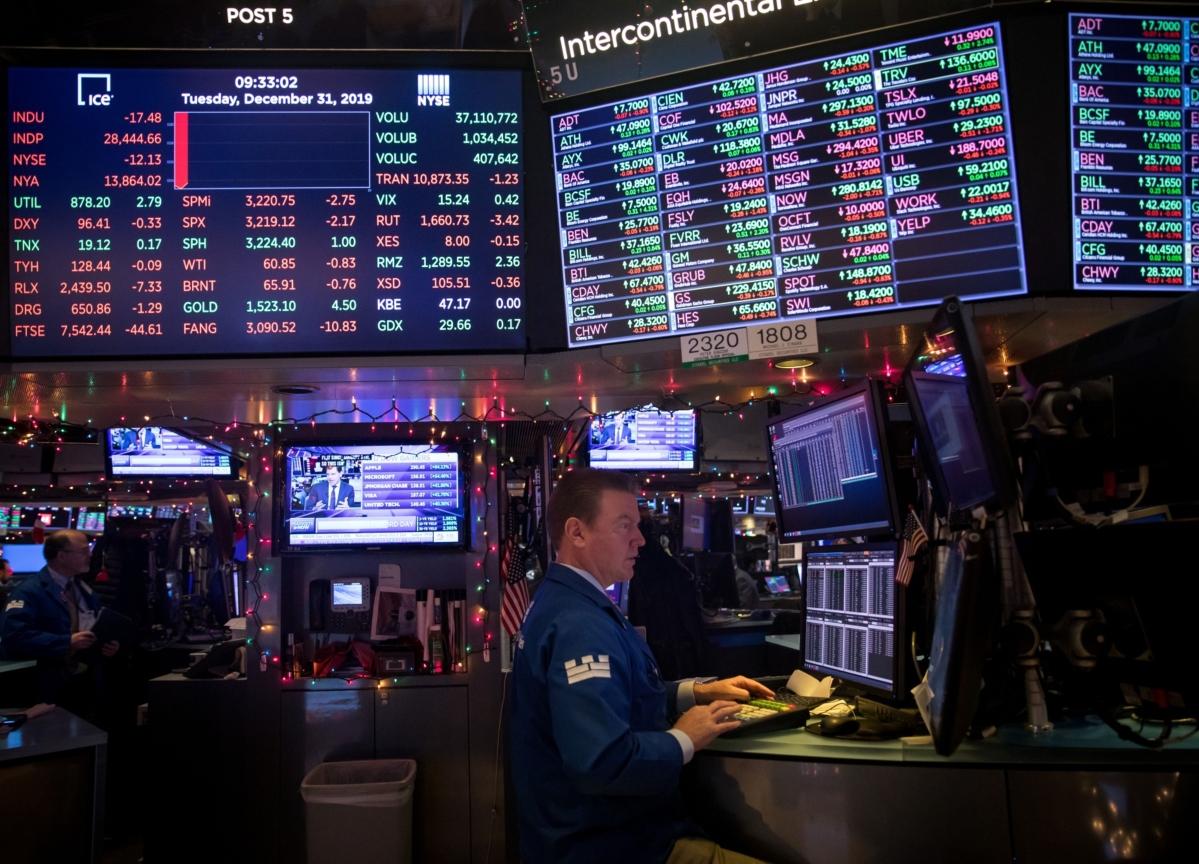 Tech Leads Stock Slide on Virus Fears; Gold Gains: Markets Wrap
