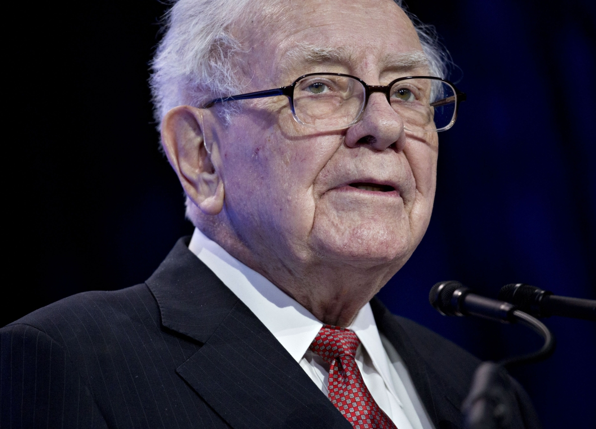 Warren Buffett Says Negative Rates are Puzzling, But Not Scary