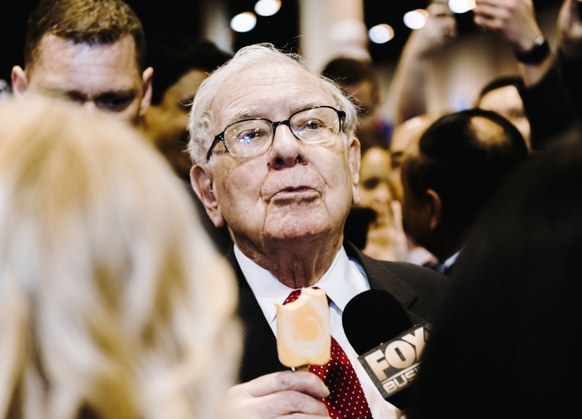 Buffett Bet That Infuriated Icahn Is Hit Hard by Oil Crash