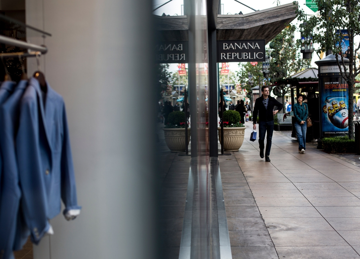 U.S. Consumer Confidence Rises to Six-Month High on Outlook