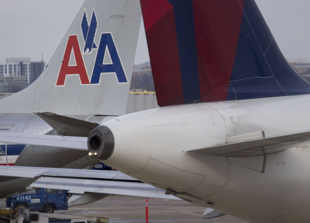 American Airlines Pilot Tests Positive for Coronavirus