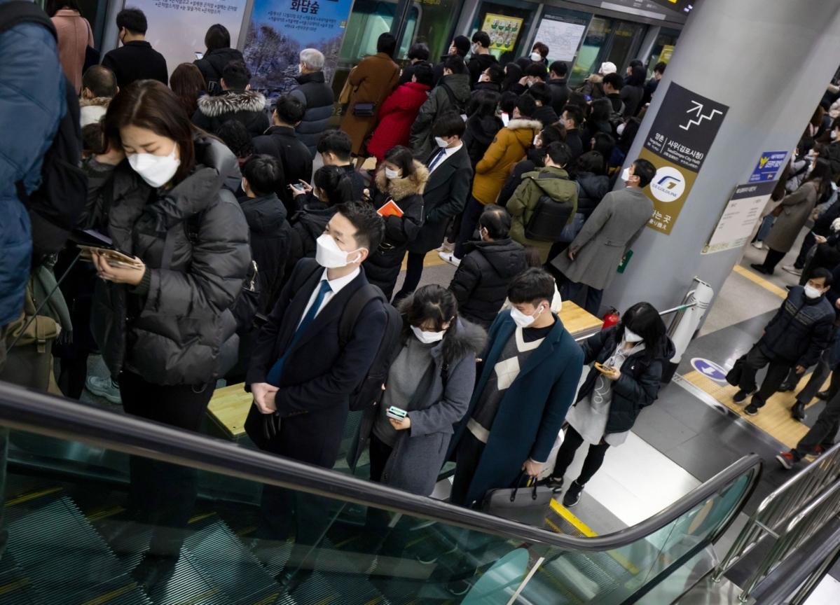 South Korea Virus Cases Top 1,000, Heightening Spread Fear