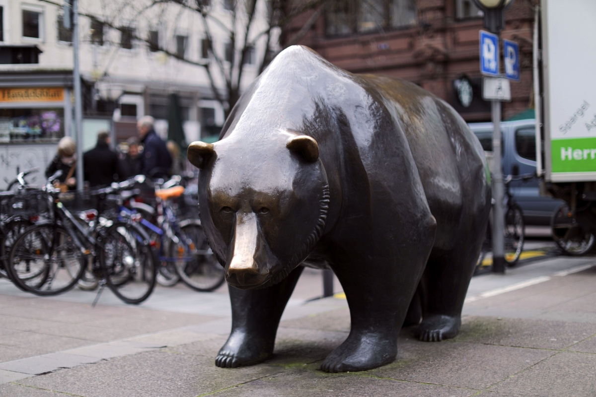 Bridgewater Makes $14 Billion Short Against European Stocks