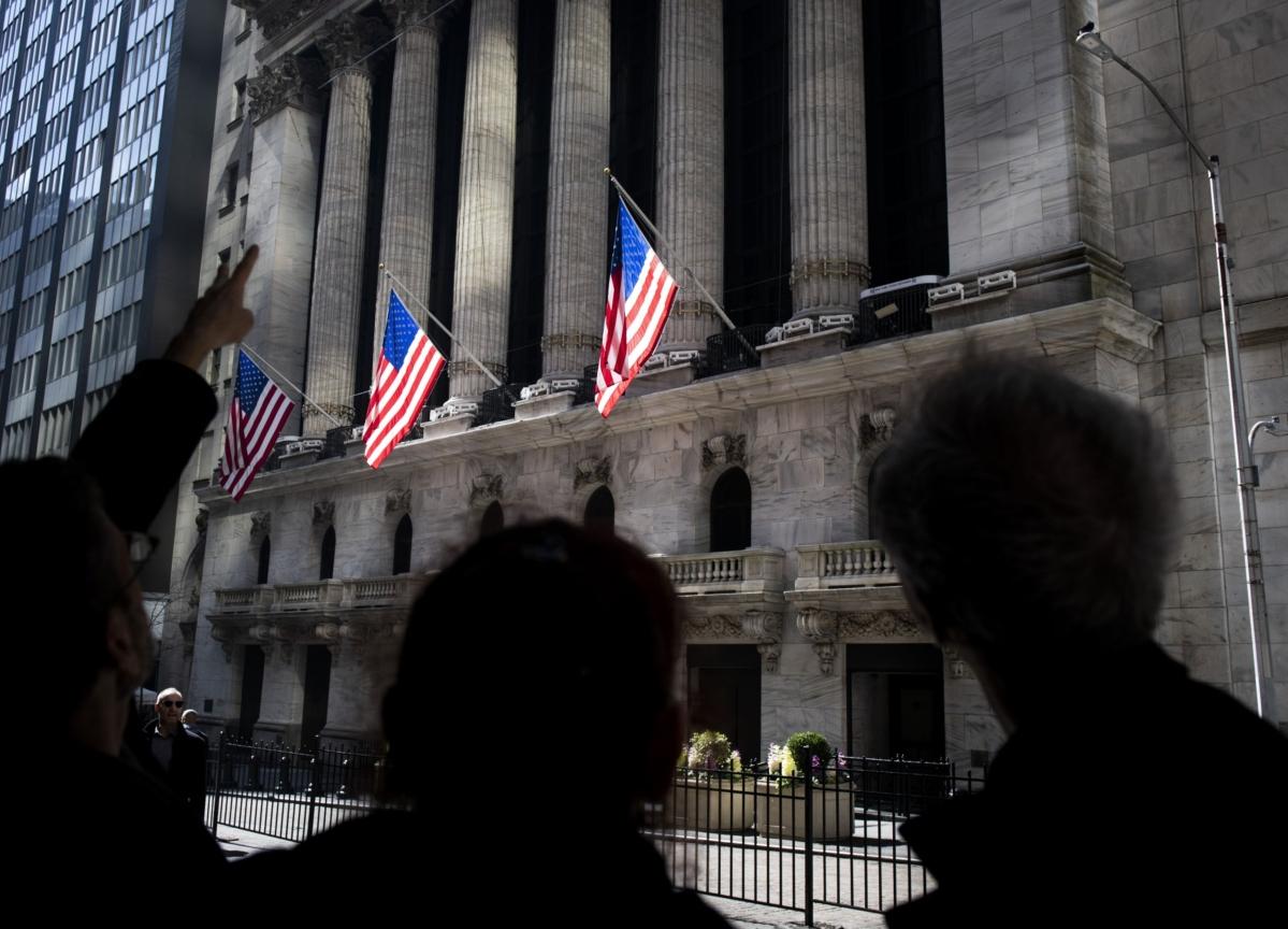 U.S. Stocks Climb With Tech Luring Bargain Hunters: Markets Wrap