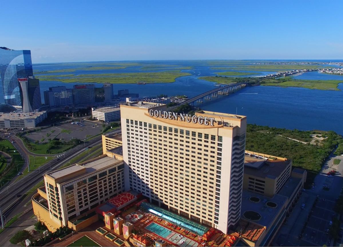 Billionaire Fertitta Furloughs40,000 Workers at Casino, Restaurant Empire