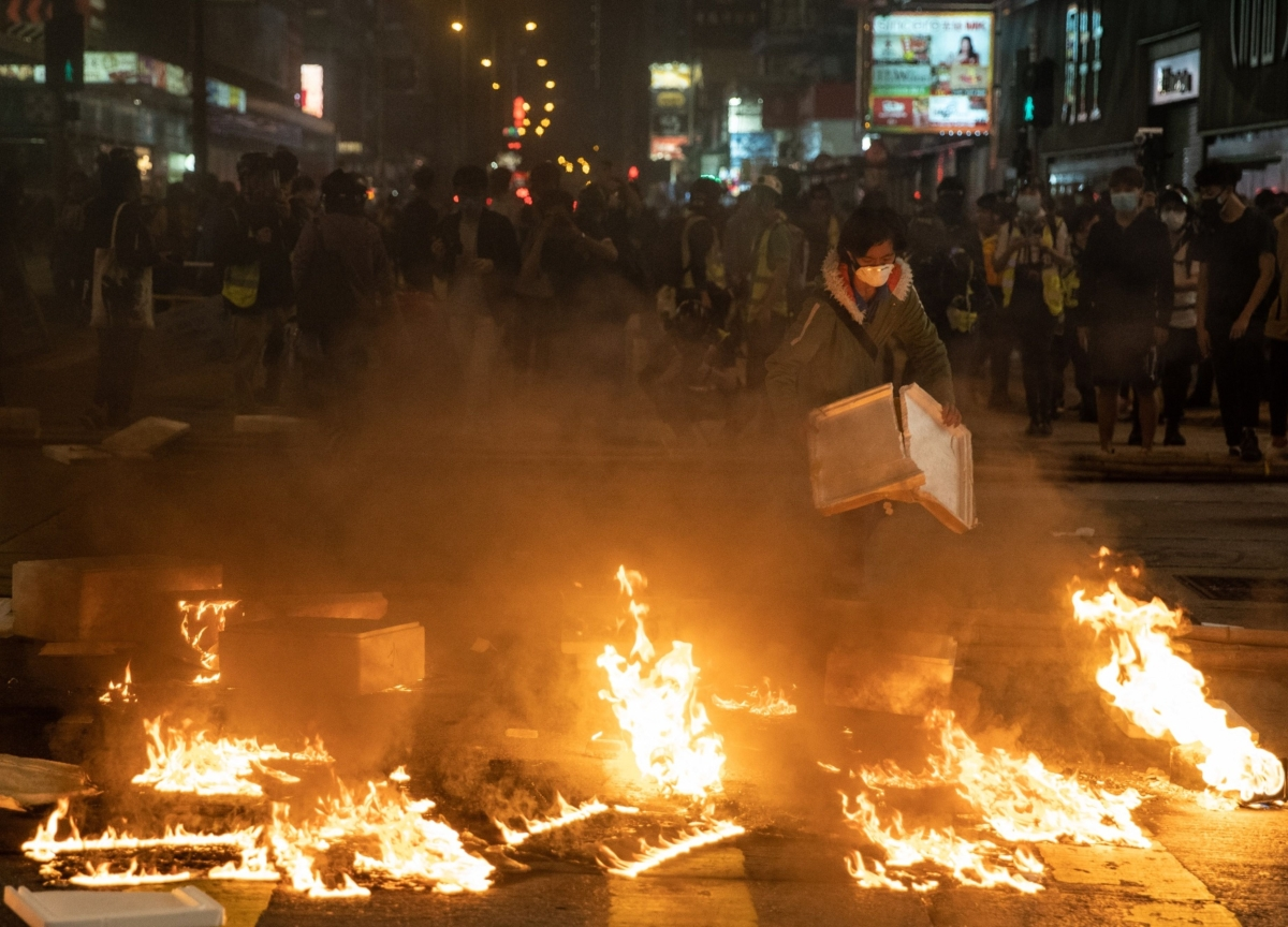 Tear Gas, Petrol Bombs Return to Hong Kong in Weekend Protest