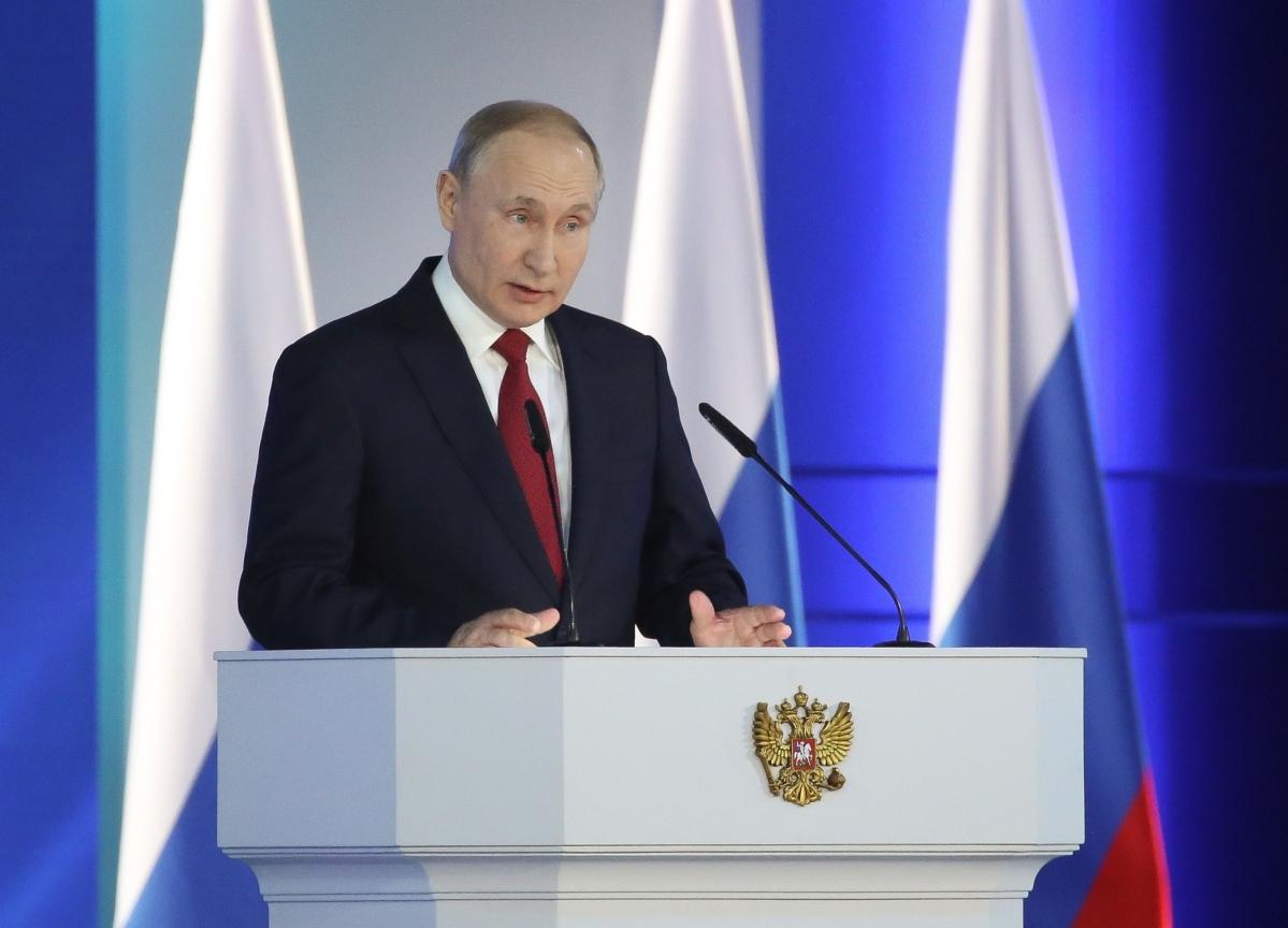 Double Shock of Oil Gambit, Virus Upend Putin's Growth Plans