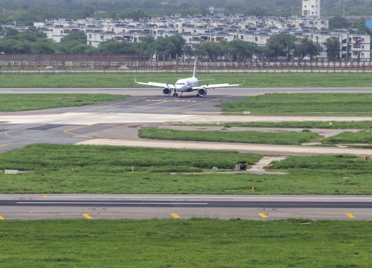 Delhi Flight Ban Confusion Shows India's Pains to Contain Virus