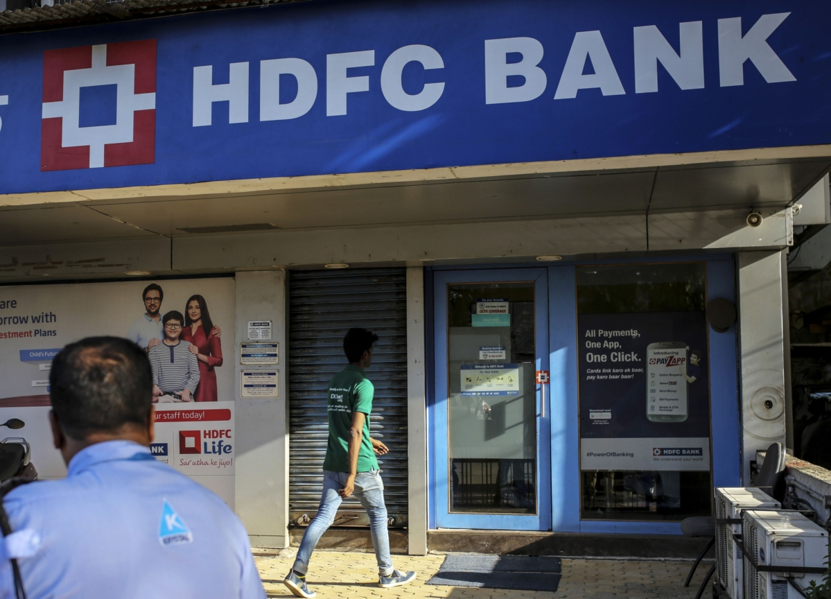 Most-Valuable India Bank Falls as Bernstein Slashes Price Goal