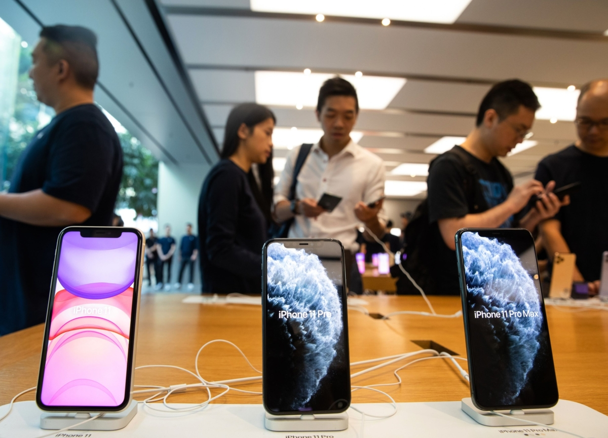 Apple's iPhone Shipments to China Plunge 60% in February