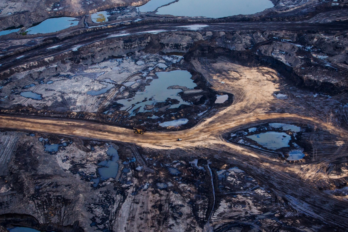 With Oil at Record Low, Canada Is First Price-War Casualty