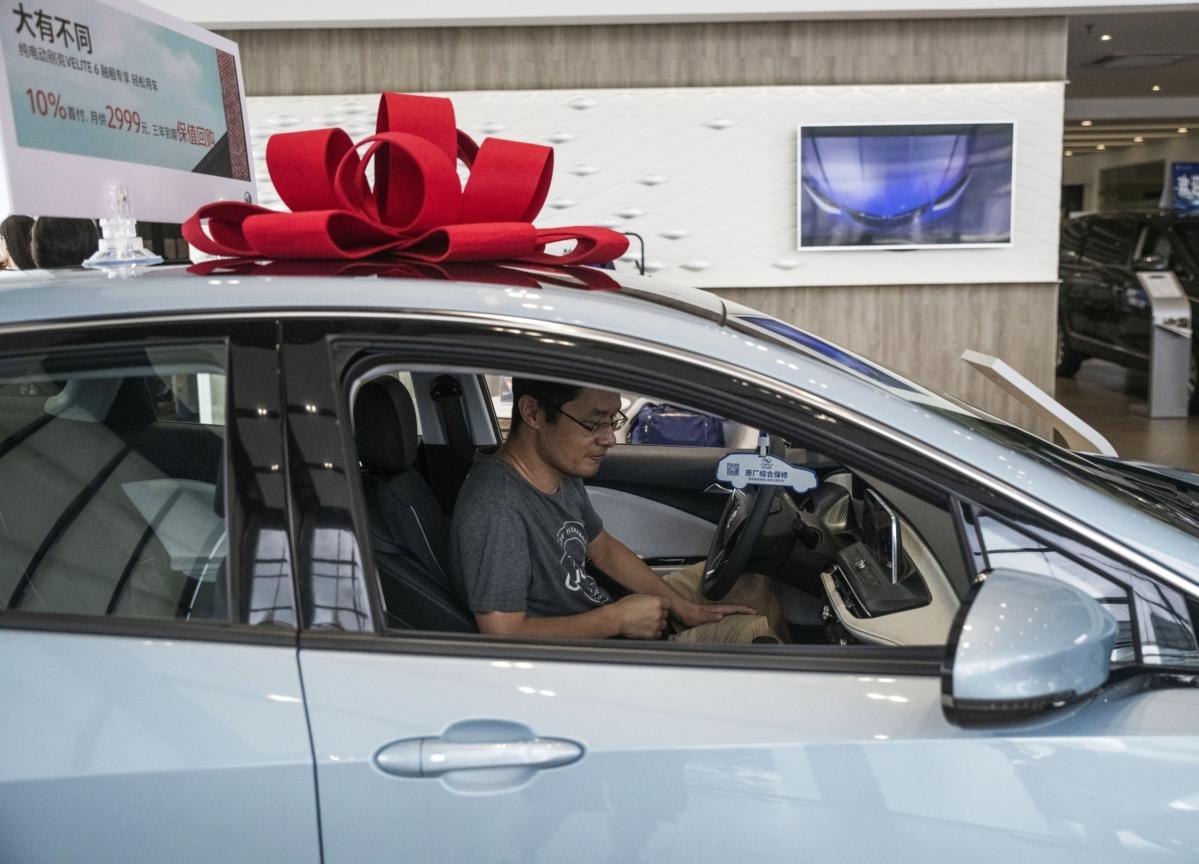 China Car Sales Drop Record 80% as Virus Empties Showrooms