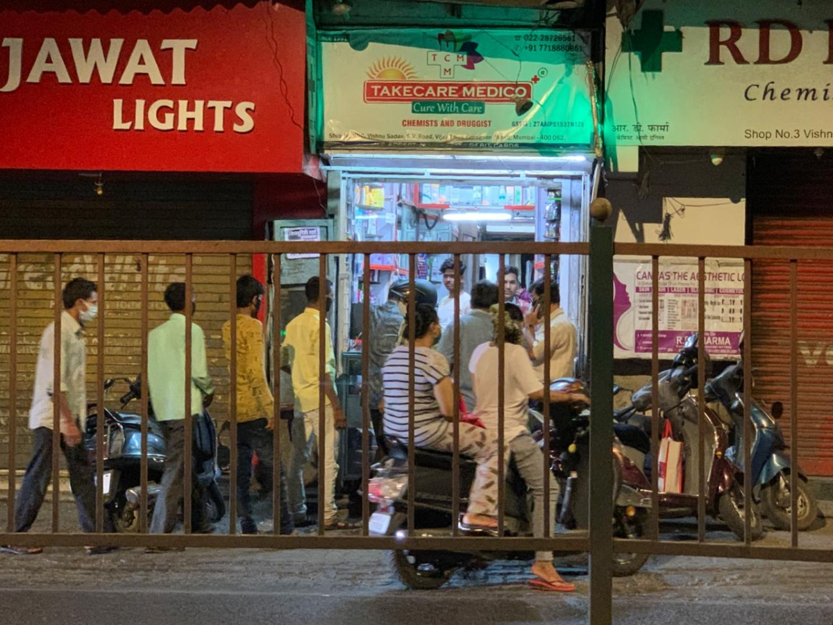 People queue outside a shop in Mumbai. (Source: BloombergQuint)
