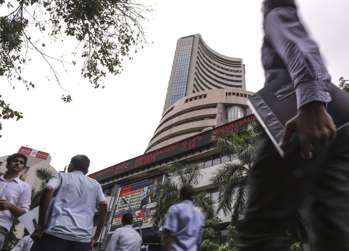 Indian Stocks Advance as Investors Weigh Cheaper Oil Amid Risks