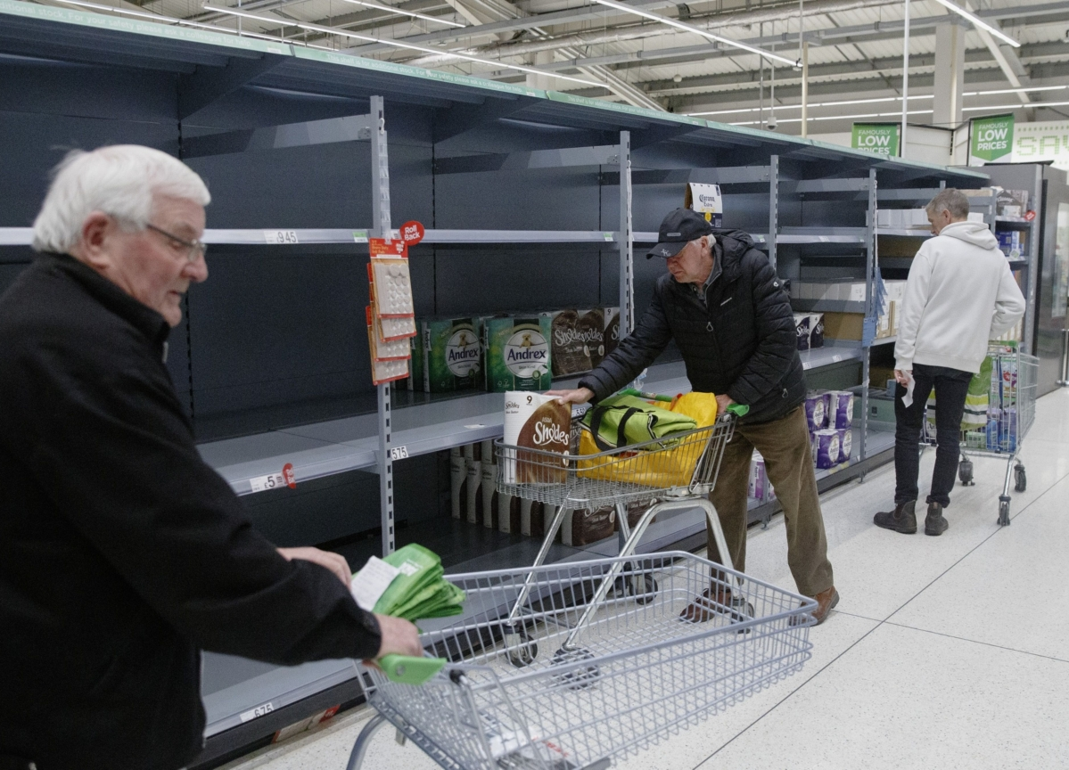 Walmart to Cut Store Hours to Give Workers Time to Restock