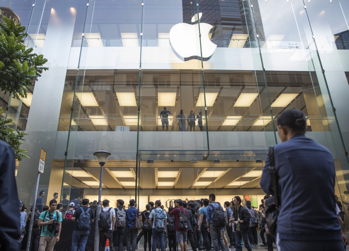 Apple May Start Reopening Stores in First Half of April
