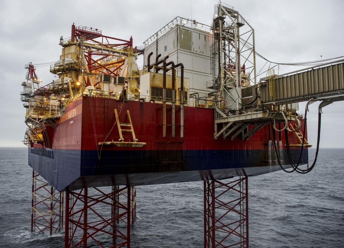 Oil Advances Despite Looming Demand Crisis, OPEC Deal Hopes Fade