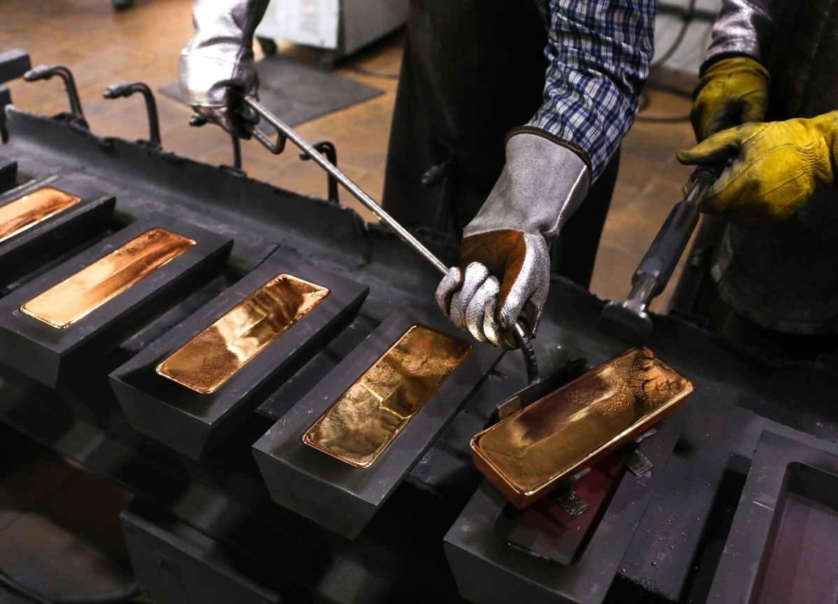 Gold Has Biggest Weekly Gain Since 2016 as Virus Fears Deepen