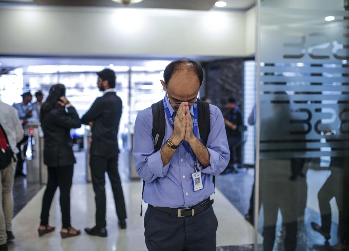 Life Insurers Keep Faith in India Stocks Amid Mayhem