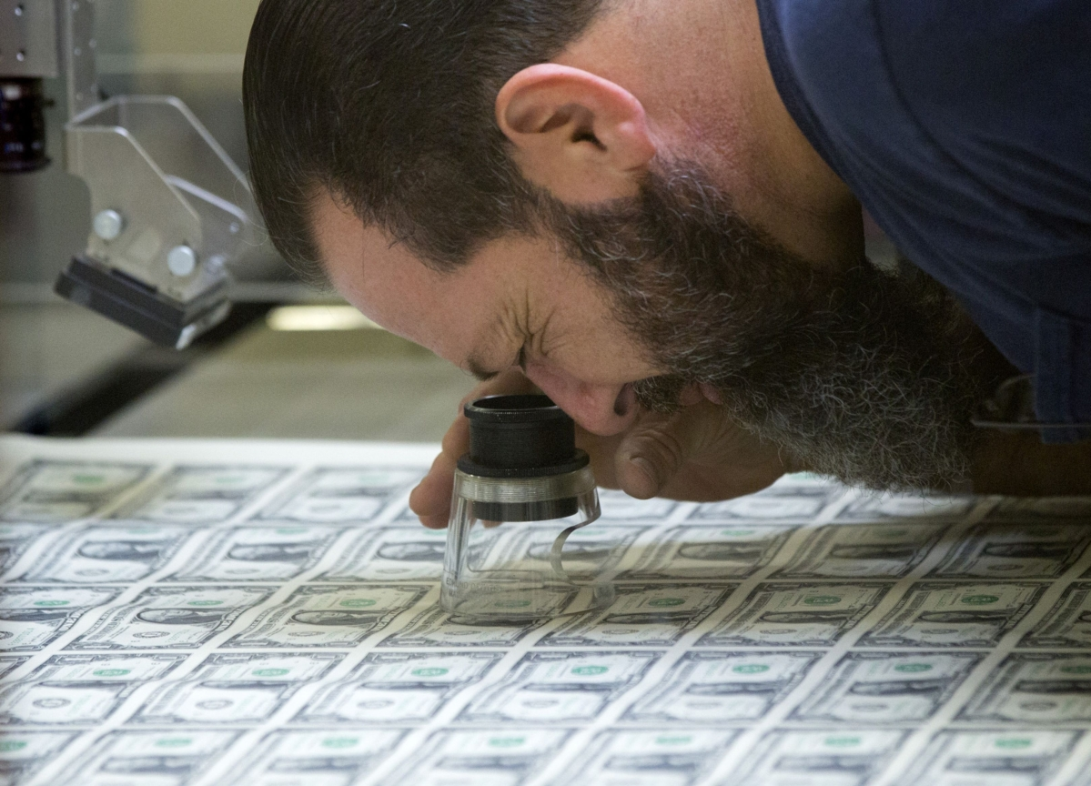 Wall Street Divided on Dollar and Whether It Found a Floor