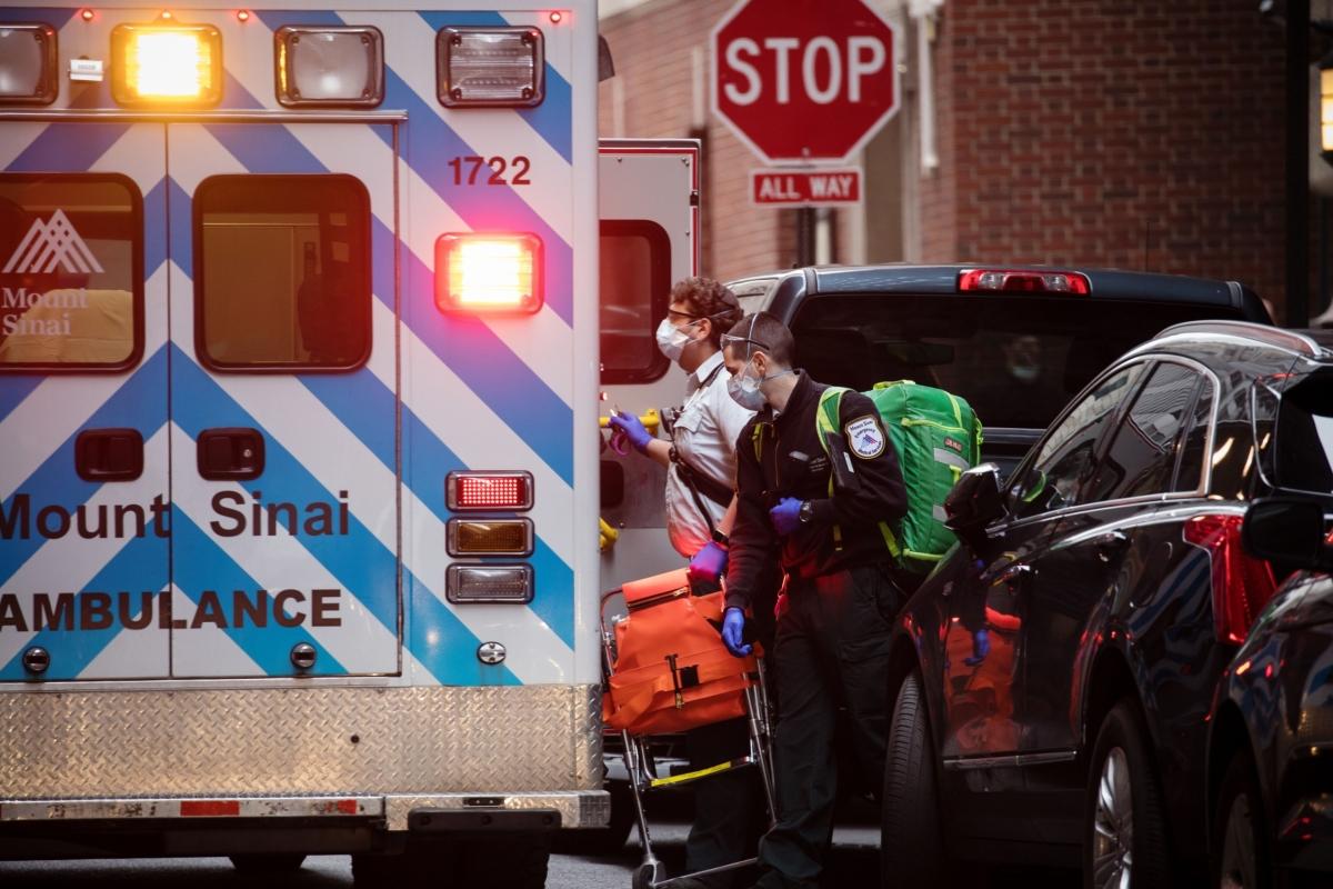 New York City Deaths Top 1,000 Amid Bleak Outlook: Virus Update