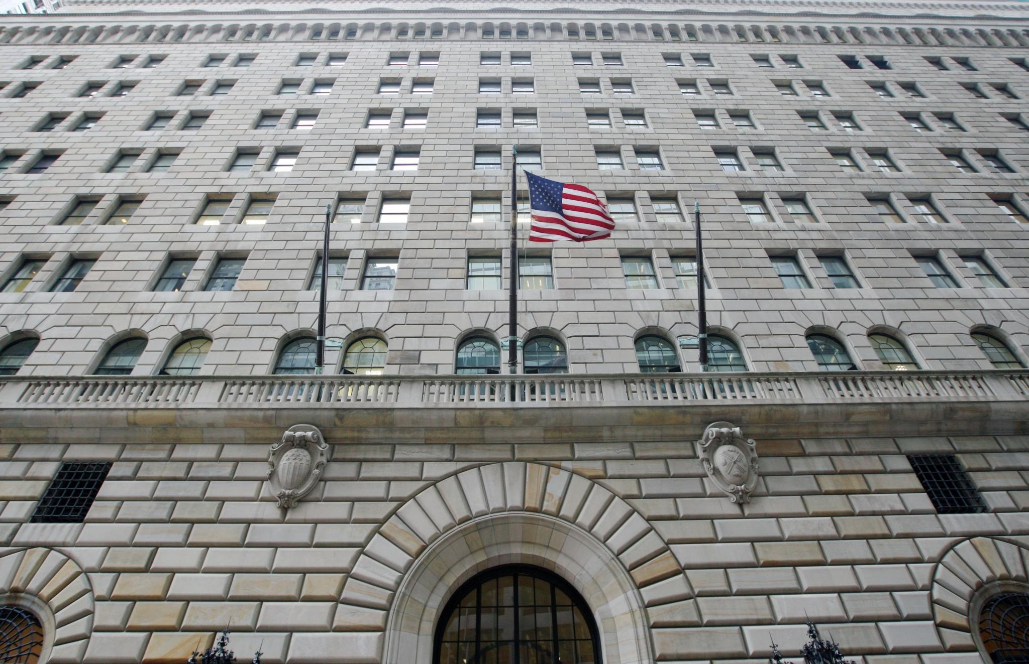 Bullard Sees Weak Data Contradicting FOMC's Rate-Hike Path