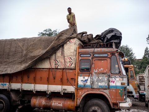 India Suspends Cross-LoC Trade With Pakistan