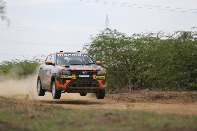 Gaurav Gill and Musa Sheriff at the South India Rally with the Mahindra XUV300