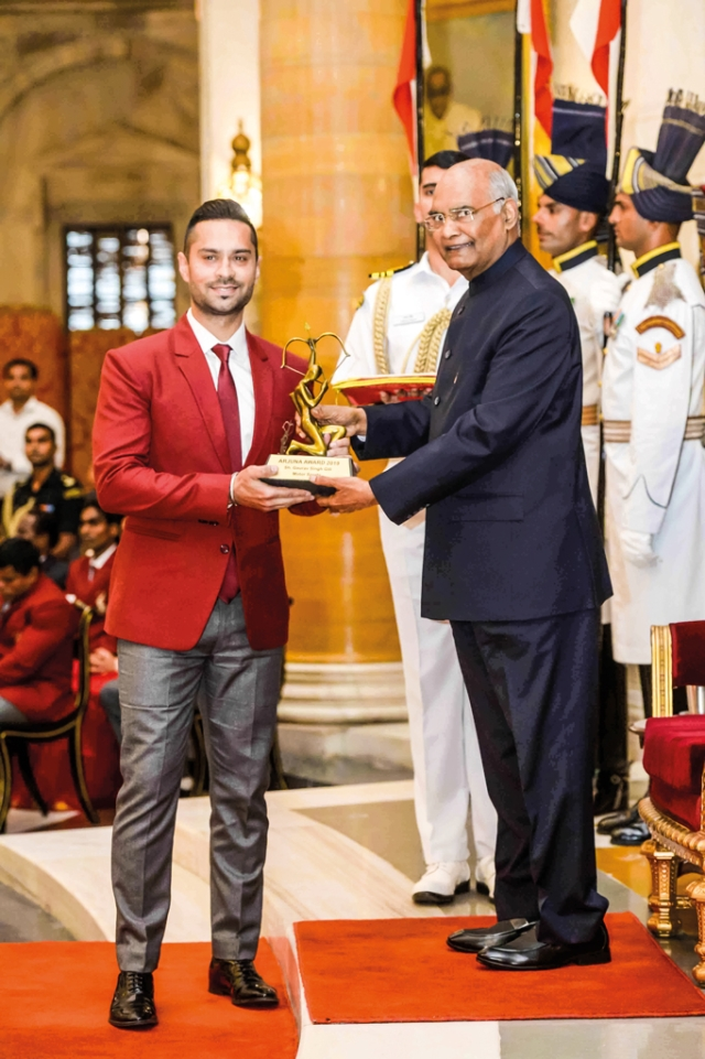 Gaurav Gill receives the Arjuna Award from the President of India
