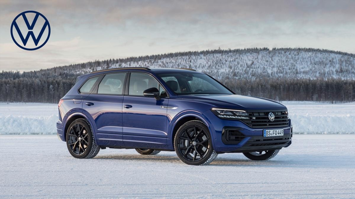 2021 Volkswagen Touareg R front 3 quarters