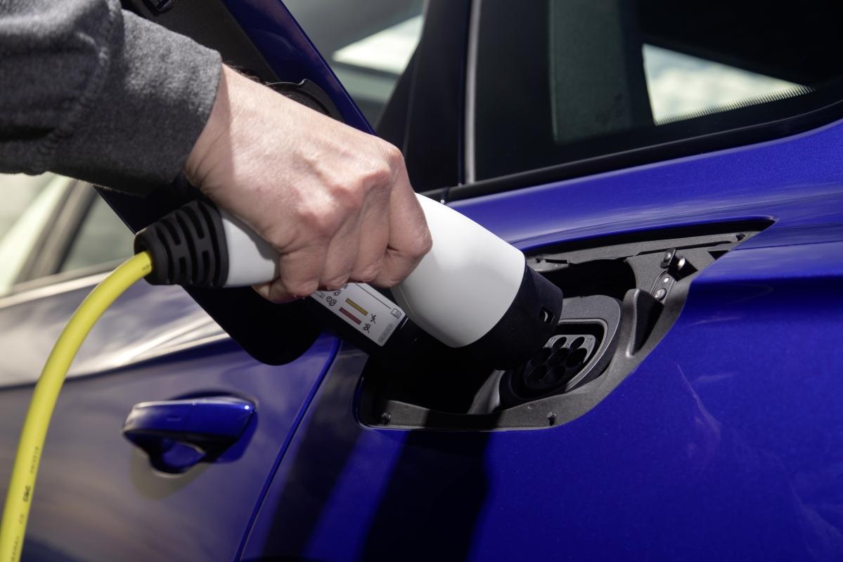 2021 Volkswagen Touareg R charging