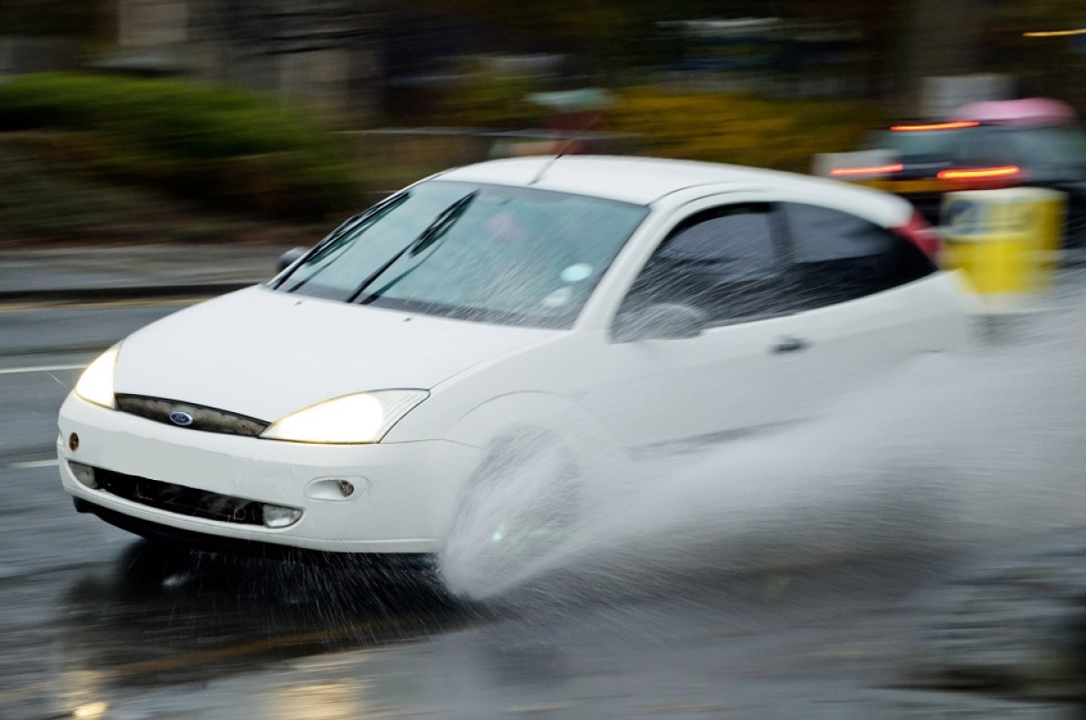aquaplaning Ford