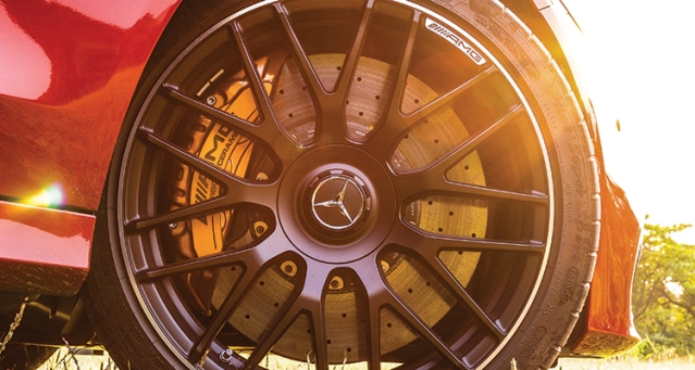 The brakes are phenomenal and if you want gold calipers, you can get them with the optional ceramic brakes. How cool!
