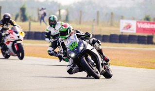 Smoothly, evenly, constantly – The California Superbike School experience