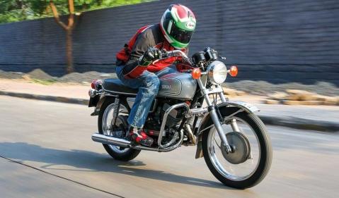 KTM Duke 390 vs Yamaha RD 350, test ride, review, ridden