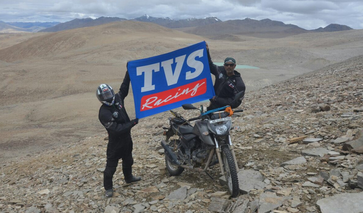 TVS Apache RTR 200 4V creates history by setting a new Limca Record