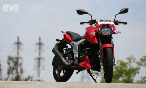 TVS Apache RTR 160 4V now gets single channel ABS