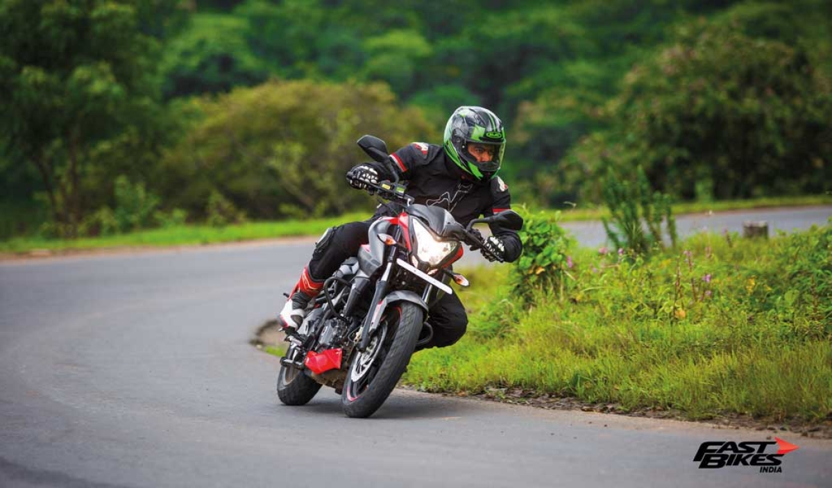 Pulsar Mania Thrill of Riding, part 1: Basics of Sport Riding on the road