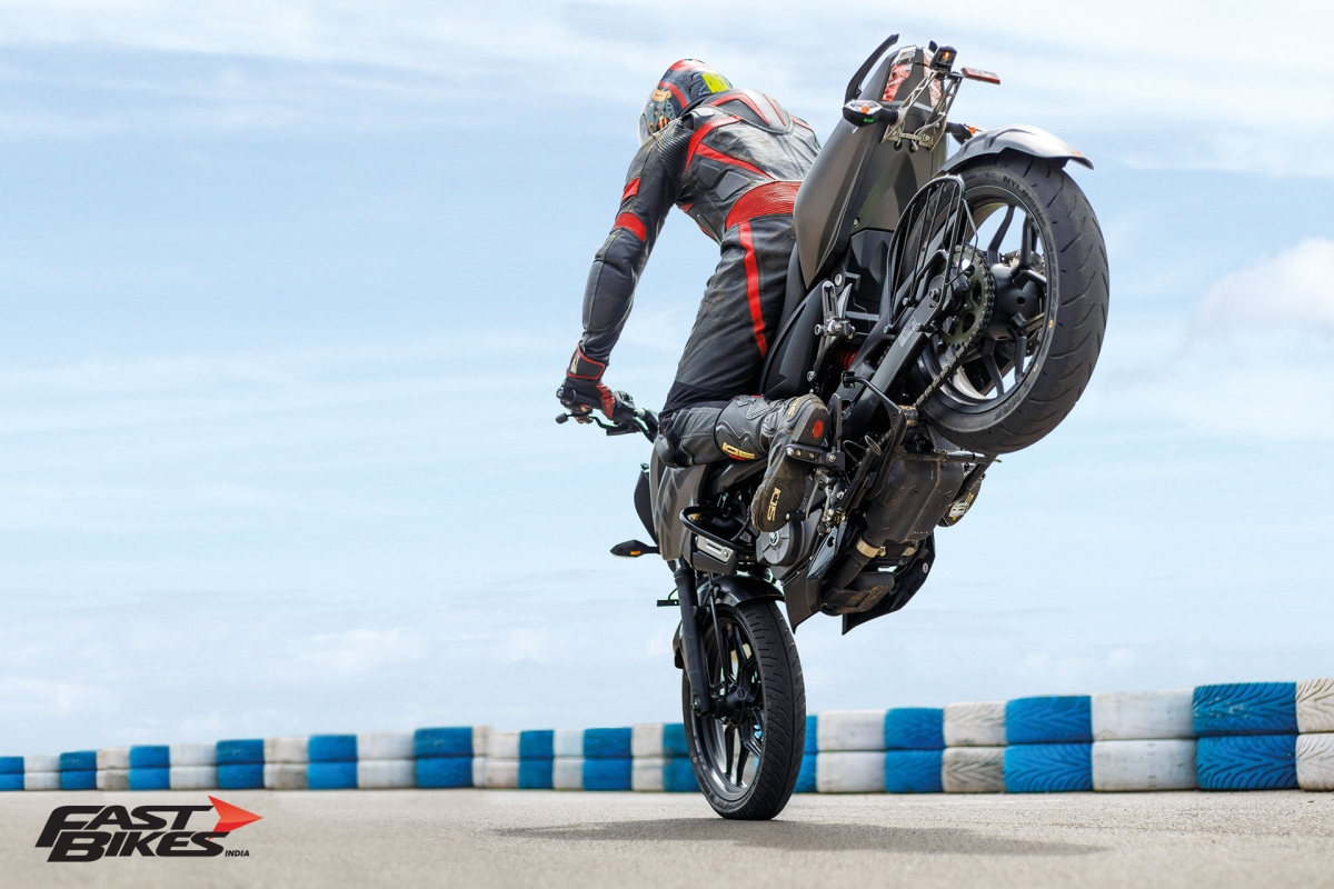 Bajaj Pulsar Stuntmania: How to pull a stoppie