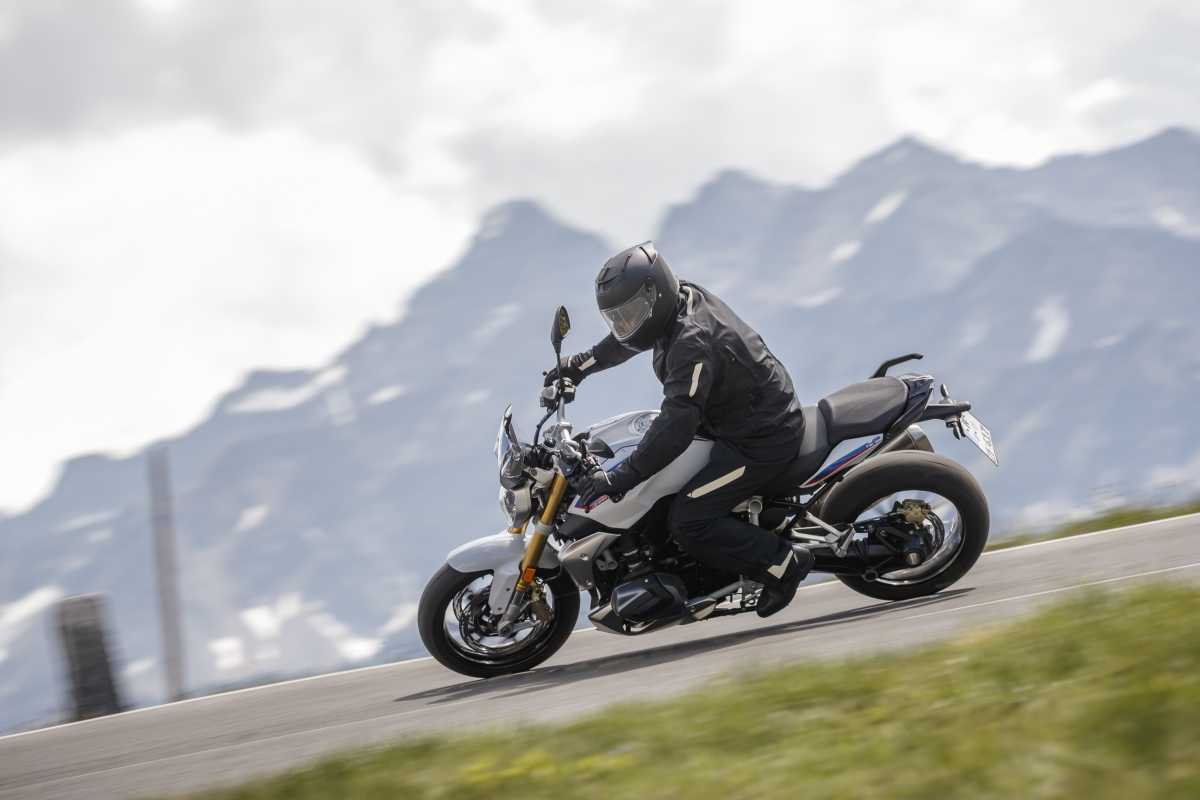 BMW launches the R 1250R and the R 1250 RT in India