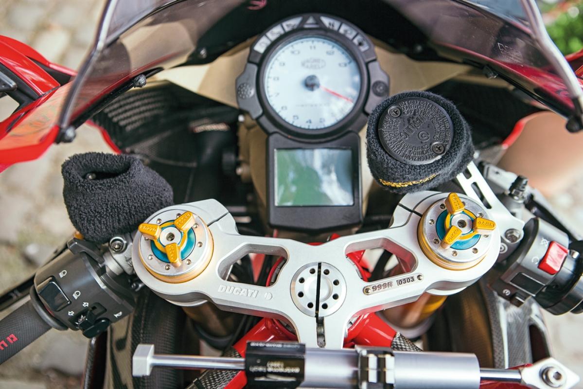 Ducati 999R vs Ducati V4R