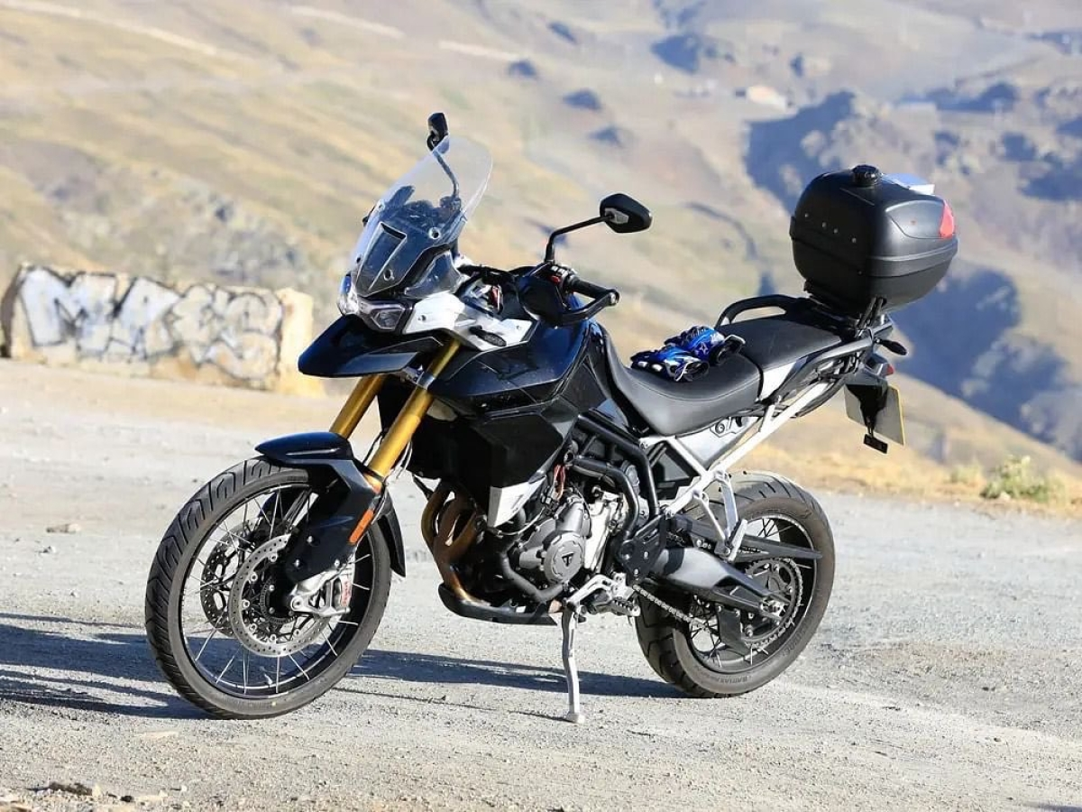Triumph Tiger 900 teasers out !