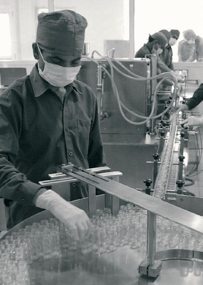 8-head stainless steel bottle-filling unit.